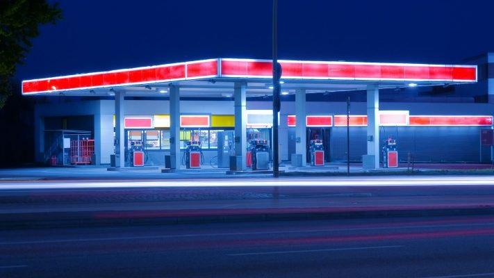 vitrine-station-essence
